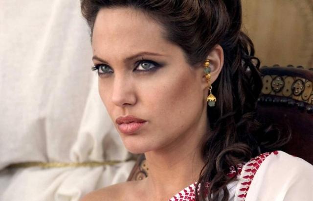 1-Angelina Jolie - Alexander (2004).jpg