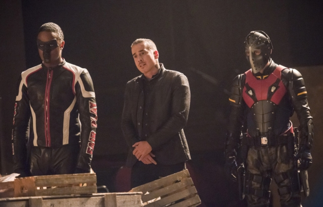 xgeeks-arrow-S6E13-TheDevils-Greatest-Trick-Review-1.jpg