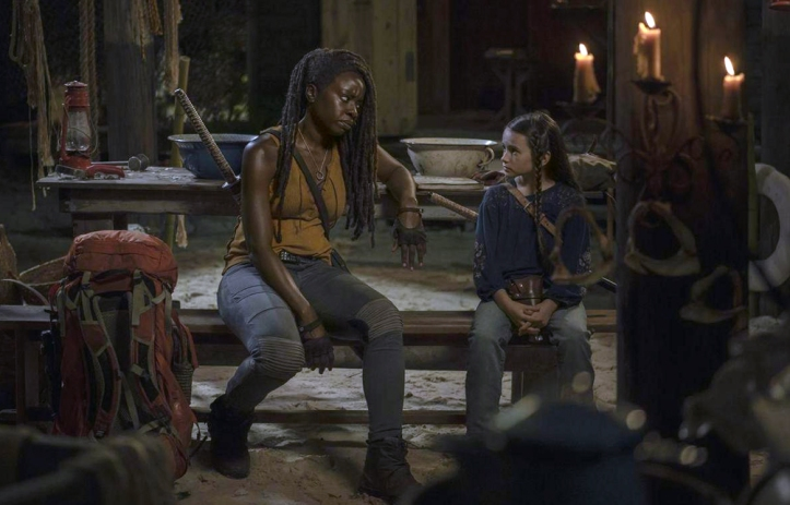 thewalkingdead-theworldbefore-midseason-finale-review-michonne-judith-boat